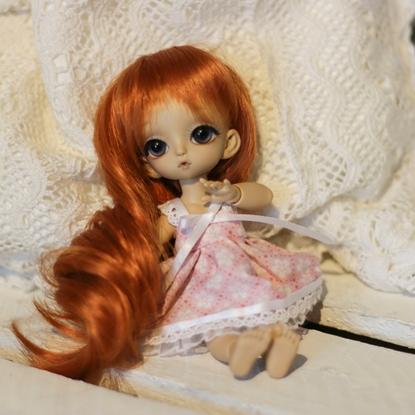 Afbeeldingen van Pink flower white dress