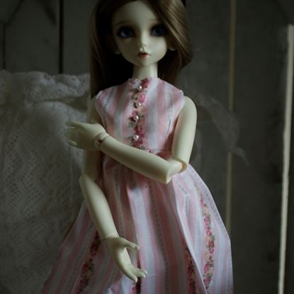 Afbeeldingen van Pink stripped dress (roses)